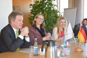 ウンターシュテラーBW州環境大臣(写真左)と会談
