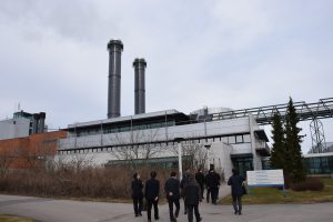 視察したヴオサーリ発電所の外観