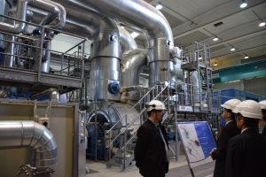 発電所内部で説明を受ける